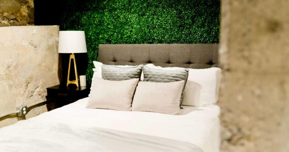 How Many Pillows Go On A King Bed Plus 5 Styling Tips